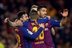 Suárez (2) y Messi (1) marcaron en la victoria del puntero de la Liga Española.