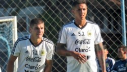 Agustín Almendra (derecha) se pierde el Sudamericano de la categoría en Chile.