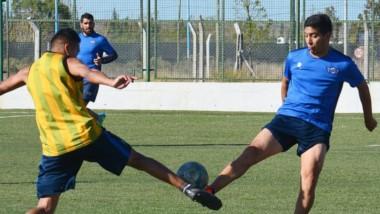 """El """"Lobo"""", que aspira a ser protagonista del Regional, se mide  a La Ribera a las 18. Ayer se entrenaron en el CeDetre."""