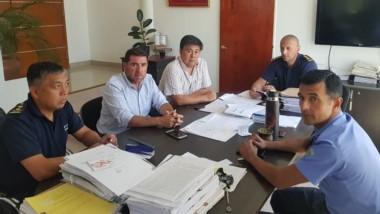 El jefe de Policía, Miguel Gómez, junto a Ñonquepán y Treuque.