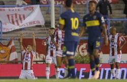 Lotti festeja su doblete. Sorpresiva victoria de Unión en el segundo amistoso de verano en La Feliz.