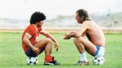 Diego Maradona festejó la llegada de Cesar Luis Menotti a la AFA y le dejó un mensaje a Chiqui Tapia.