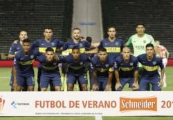 """Carlos Tévez volvió a lucir la """"10"""" y la cinta de capitán de Boca."""