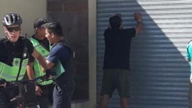 Los dos individuos fueron interceptados en la avenida Yrigoyen.
