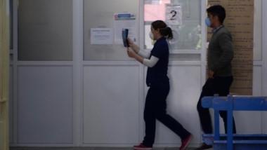 Trabajo. Todos los trabajadores de Salud siguen en alerta sanitario por el brote iniciado en Epuyén.