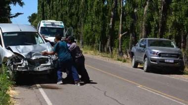A metros del puente Hendre chocaron una Kangoo y  una Ford Ranger.