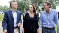 El crítico intendente en una foto de archivo con el jefe de Estado y la gobernadora. (foto diario BAE Negocios).