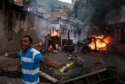 Mas de 30 detenidos entre civiles y militares por alzamiento militar en contra de Nicolas Maduro.