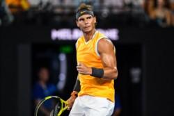 El tenista español vence a Tsitsipas y luchará por el torneo australiano. Lo hace por primera vez sin perder un sólo set en todo el torneo.