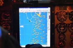 Un radar del P-3 Orion muestra una gran concentración de barcos en la Milla 200. (Foto: Daniel Feldman / Jornada)