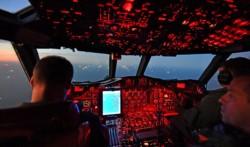 Las luces de la Milla 200. Los pesqueros en plena tarea. (Foto: Daniel Feldman / Jornada)