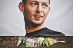 La policía anunció que terminó su búsqueda del avión desaparecido que llevaba a Emiliano Sala y al piloto David Ibbotson.