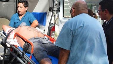 El hombre fue hallado lesionado en un auto en el barrio Primera Junta.