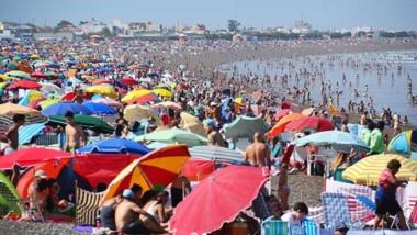 Playa Unión mostró ayer una de sus frases predilectas: ser una de las más concurridas del sur argentino.