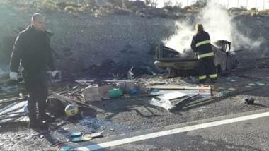 Tras el accidente trabajaron en el lugar Gendarmería Nacional, Policía provincial y los Bomberos locales.