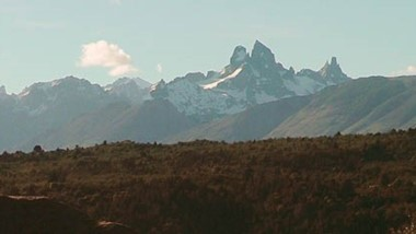 El  Cerro Tres Picos domina los valles de Cholila, y es uno de los muchos atractivos que tiene toda la región.