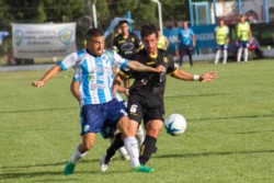 En el partido de ida, disputado el miércoles pasado, el equipo conducido por Jorge Izquierdo derrotó por 2-1 a Sol de Mayo de Viedma.