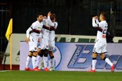 Los de Prandelli rompen una racha de tres partidos sin ganar. Sanabria tardó cuatro minutos en estrenarse como goleador con el Genoa.