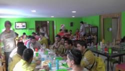 Los brigadistas fueron recibidos ayer con alimento en la Casa de los Abuelos