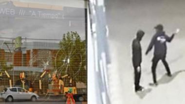 Las imágenes del ataque muestan a los dos delincuentes en la vereda.