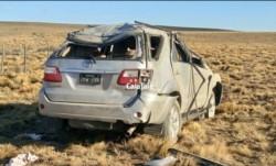 Dos muertos y cinco heridos en un vuelco. Integrantes de una familia, entre los fallecidos está el conductor y una de las hijas. (Foto: Ahora Calafate).