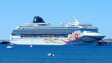 El crucero Norwegian Sun volvió a visitar Madryn por tercera vez en la temporada.