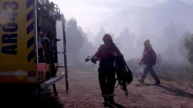 Una lucha cuerpo a cuerpo  sin tregua contra las llamas