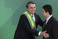 El presidente Bolsonaro junto a su ministro y ex juez-carcelero de Lula da Silva