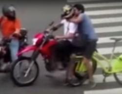 El joven había sido víctima de un robo y persiguió al ladrón pedaleando, hasta que logró reducirlo.