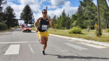 """Joaquín Arbe fue el último ganador del Medio Maratón al Paraíso. El organizador del evento, """"Cachano"""" Barría, llevó tranquilidad a los atletas."""