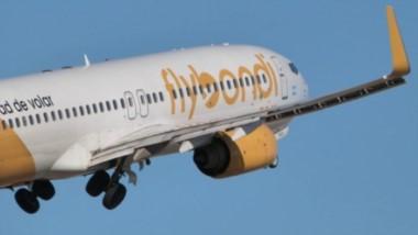 Low cost. Una postal de una aeronave de Flybondi, que en marzo incluirá a Trelew entre sus rutas.