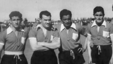 Omar Dencor (primero a la izquierda), cosechó una parva de títulos y goles en su paso por Huracán.