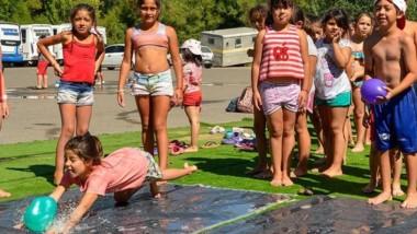 Refrescante. Los nenes del Valle tendrán la opción municipal.