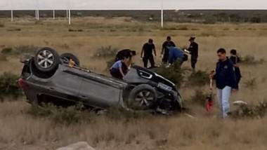 El Peugeot  2008 yace con las ruedas hacia arriba. Al conductor del rodado le hicieron dosaje de sangre.