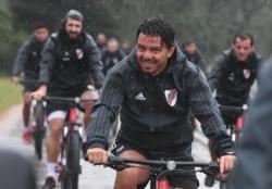 Esta mañana el plantel salió a andar en bicicleta bajo la fuerte lluvia.