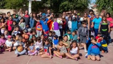 Con un gran grupo, arrancaron ayer en Playa Unión las Colonias de Vacaciones del municipio capitalino.