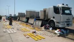 Los 134 kilos de cocaína que llevaba el camión entre bolsas de papas. ( El Liberal de Santiago del Estero).