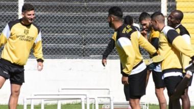 """El equipo """"Aurinegro"""", bajo las órdenes del """"Chopi"""" Izquierdo, se entrena pensando en los dos frentes."""