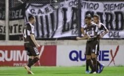 Aunque fue derrotado, Estudiantes sigue puntero, y El Calamar quedó cuarto a solo 5 puntos.