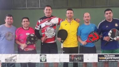 Algunos de los padelistas que participaron del torneo americano en las instalaciones del club Germinal.