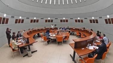 Nuevo espacio para sesionar. En los próximos días se sesionará en la Sala de Lectura de la Biblioteca de Legislatura hasta que quede habilitado el recinto tradicional.