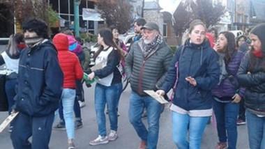 La marcha encabezada por Sergio Maldonado y la Asamblea Permanente por los Derechos Humanos.