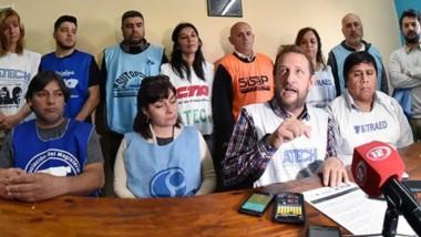 Mediante una conferencia de prensa, el secretario general de la ATECh confirmó la continuidad del paro de los docentes.