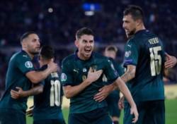 Italia venció 2-0 a Grecia con goles de Jorginho y Bernardeschi y alcanzó los 21 puntos en el Grupo J.
