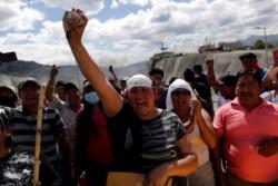 El presidente de Ecuador ordenó toque de queda y militarización de Quito.