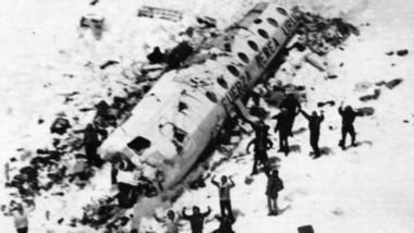 Se cumplen 47 años de la tragedia de los Andes. El avión colisionó y se salvaron 16 de los 45 ocupantes. Estuvieron 72 días en la Cordillera.