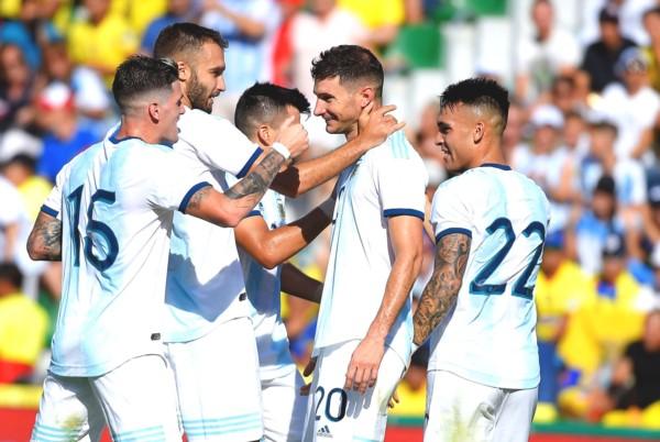 Argentina cerró con una sólida actuación su gira europea. Alario abrió el camino de la victoria.