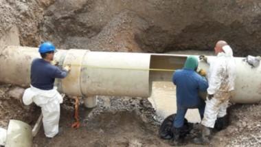 Los trabajos que se llevaron adelante durante el día sábado para reparar los daños en el acueducto.