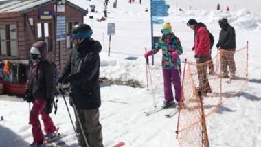 Esquiadores de  distintos puntos de la provincia y el país llegaron a La Hoya el fin de semana largo.