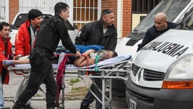 La mujer de 33 años y el individuo de 52 fueron trasladados al hospital Ísola y se encuentran graves.